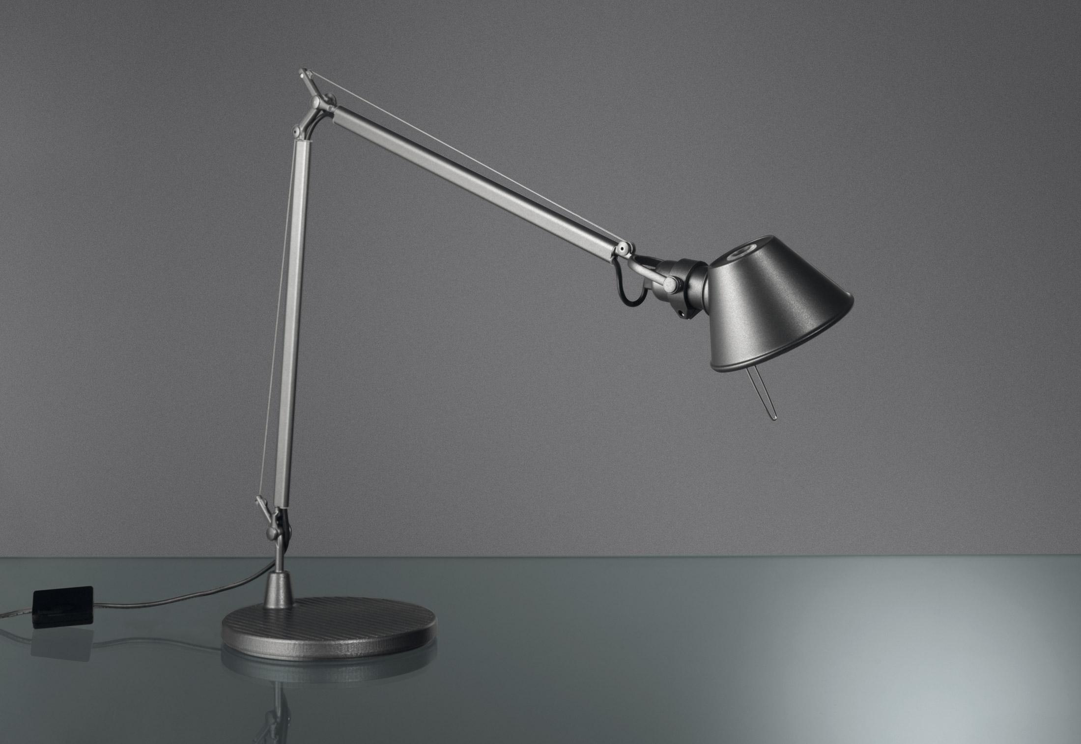 tolomeo midi led di artemide lampade da tavolo. Black Bedroom Furniture Sets. Home Design Ideas