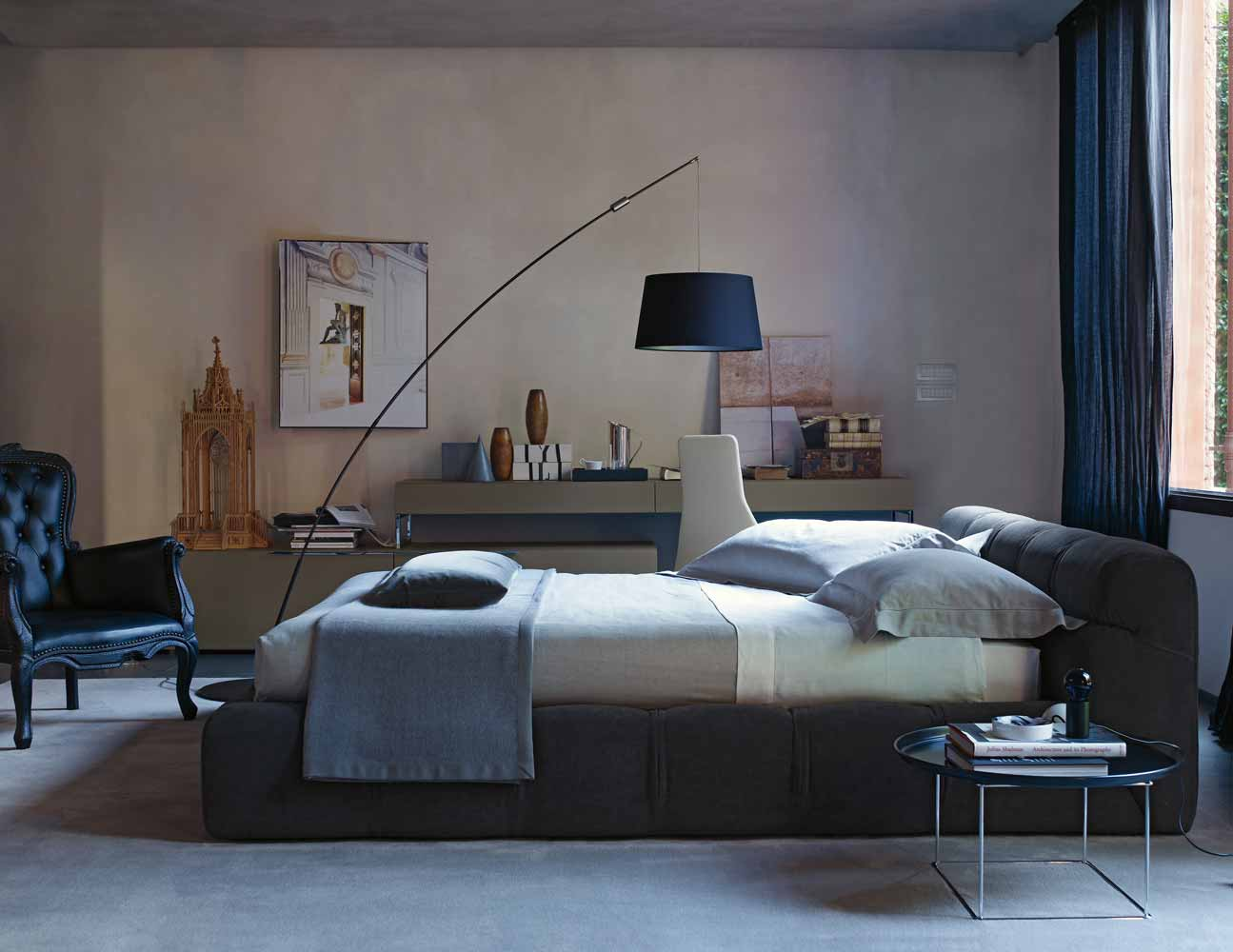 tufty bed di b b italia letti co arredamento mollura home design. Black Bedroom Furniture Sets. Home Design Ideas