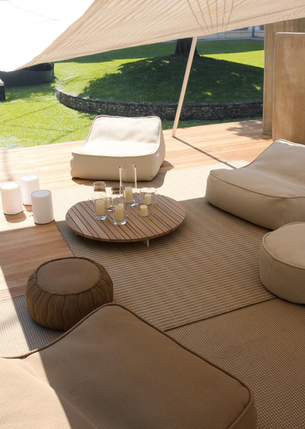 Float di paola lenti divani e poltrone outdoor for Paola lenti