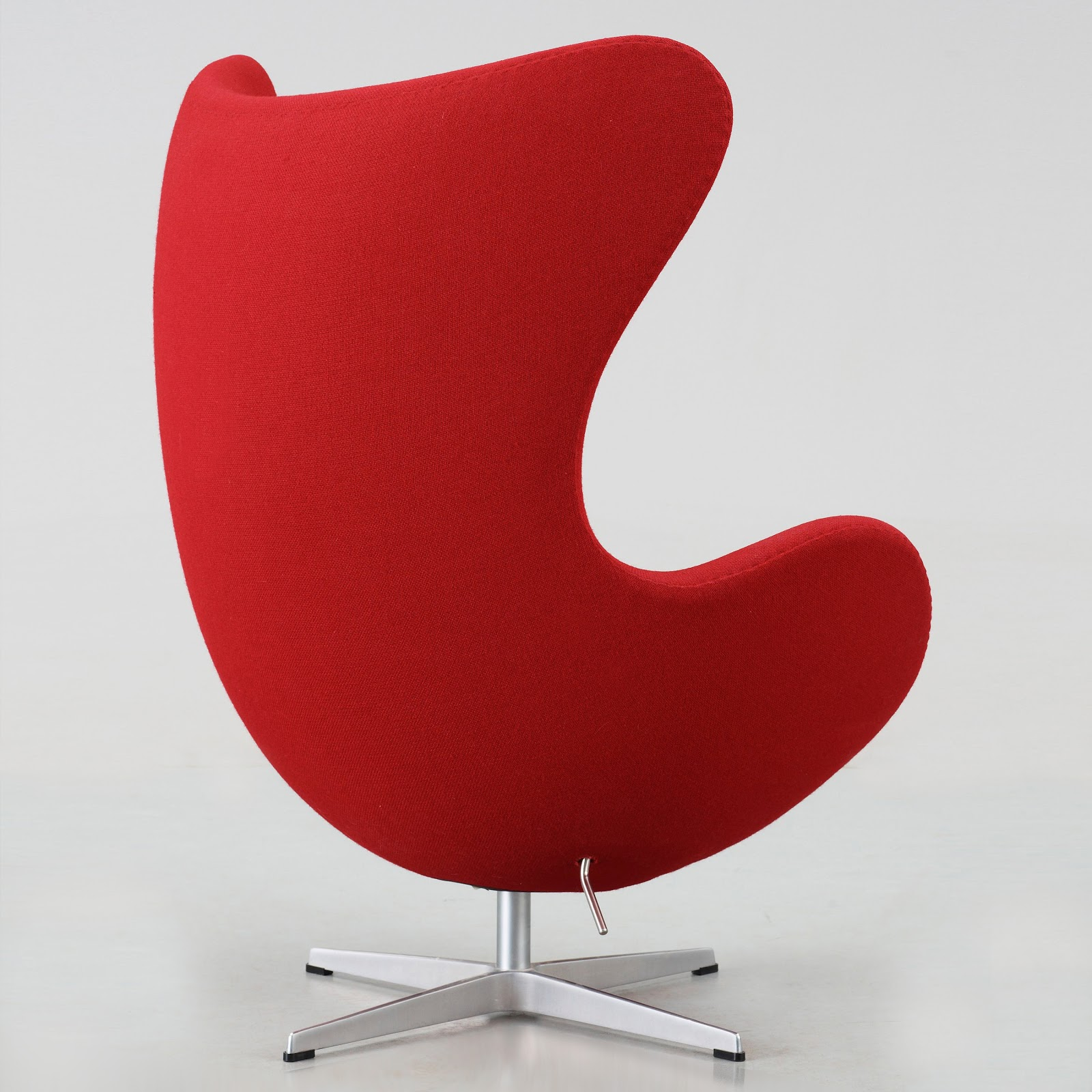 Egg chair di fritz hansen poltrone chaise longue for Egg chair original
