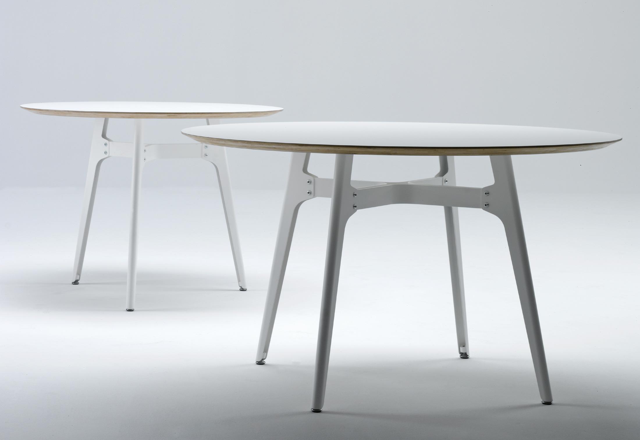 Otis di de padova tavoli arredamento mollura home design for Tavolo rotondo kristalia