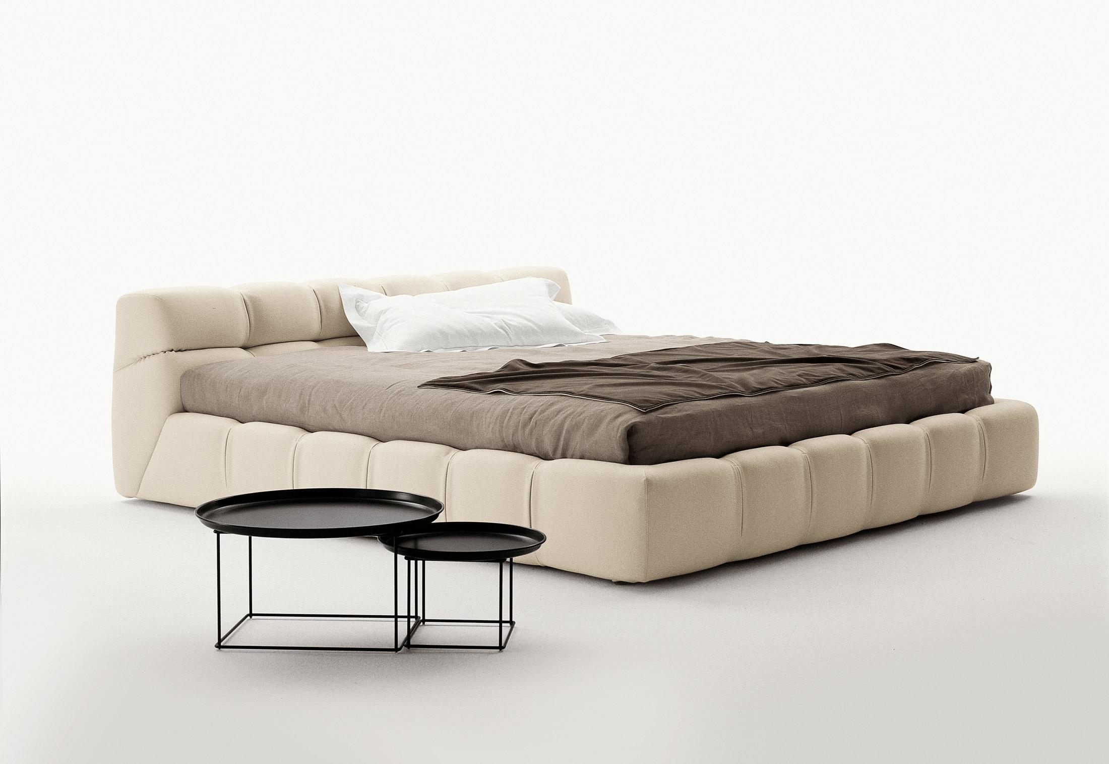 tufty bed di b b italia letti co arredamento mollura home design. Black Bedroom Furniture Sets. Home Design Ideas