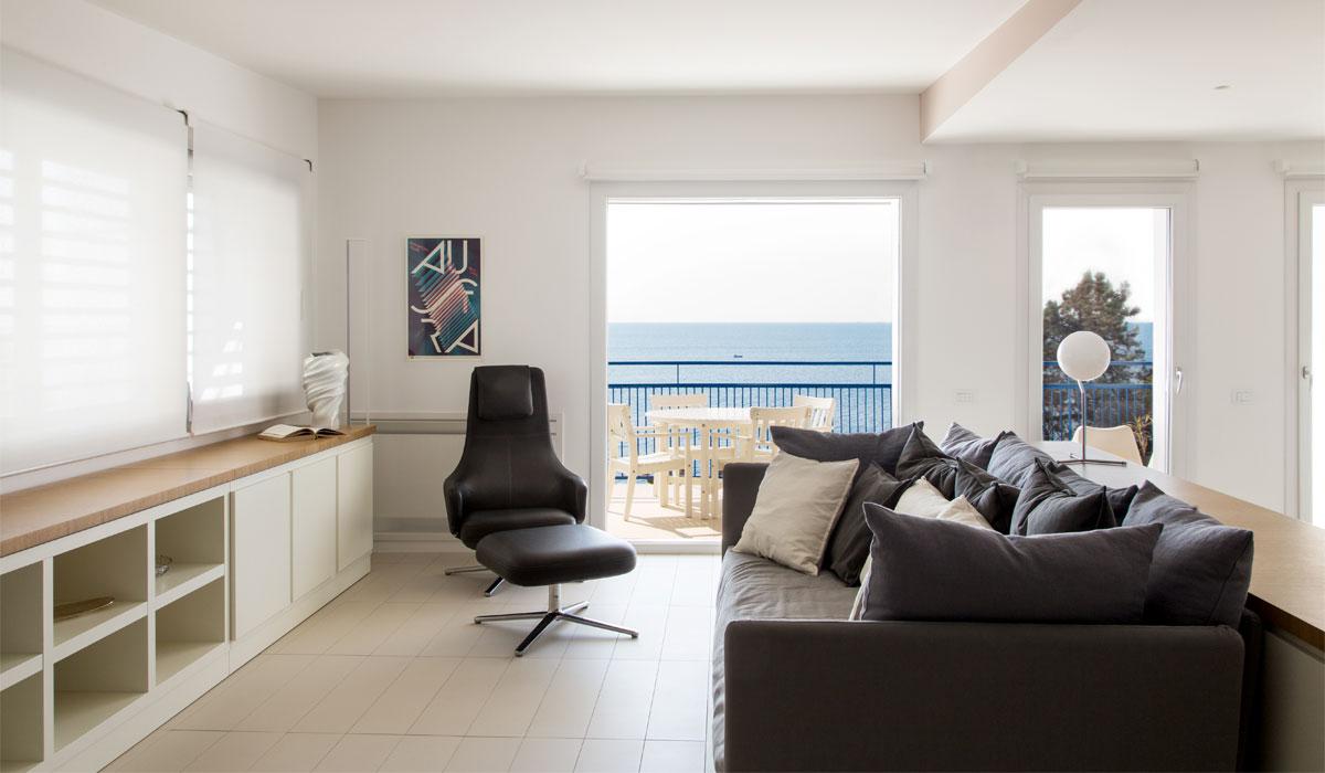 Living room of the Aci Castello apartment